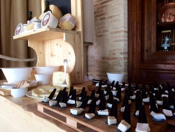 Il Quadrifoglio – Norcia (Pg)Azienda agricola di Ernesto Tiberi, che ha allevamenti di pecora.Cosa comprare: qui si produce latte e pecorini, ricotte fresche, mozzarelle e yogurt, oltre a legumi e cereali. Come comprare: tel. 0743.81.67.51, cell. 339.40.34.856, lecasediquarantotti.it.