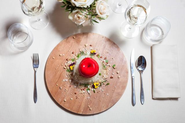 La cucina del Savour propone piatti ispirati alla cucina engadinese, affiancati ai classici della cucina italiana rivisitati con sapienza dallo chef.