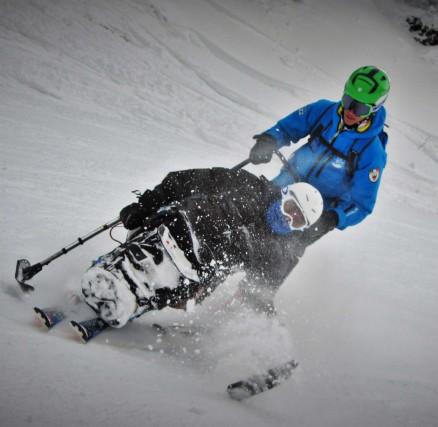 Sull'Alpe Cimbra le scuole sci hanno reso possibile il sogno di insegnare lo sci e gli sport invernali anche ai disabili. Quisi insegna lorolo sci alpino, lo snowboard e lo sci di fondo con la guida e la supervisione di maestri d'eccezione