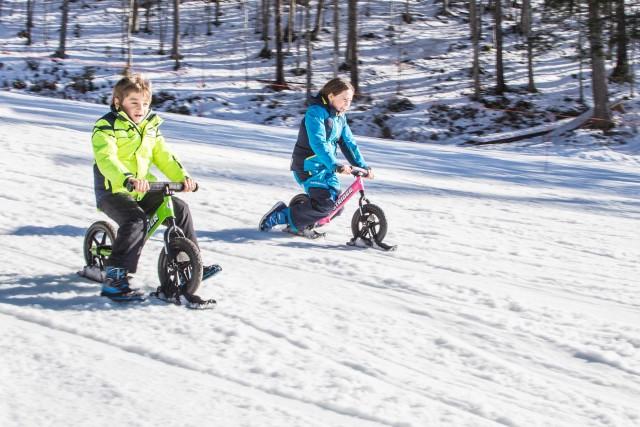 I bambini possono provare l'ebrezza di galleggiare sulla neve con le bike strider, mini-bici senza pedali e con piccoli sci sotto le ruote, da usare sulla pista dedicata a Passo Coe, tra Folgaria e Lavarone