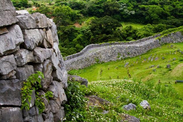 I resti del castello Nakijin (XIV secolo). Si trova all'estremo nord dell'isola di Okinawa.