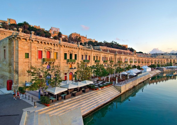 Il lungomare de La Valletta, recentemente rinnovato, è il luogo alla moda per cenare e ritrovarsi la sera.