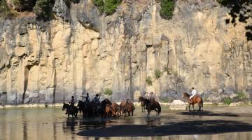 A cavallo nella Tuscia, tra le vie Cave