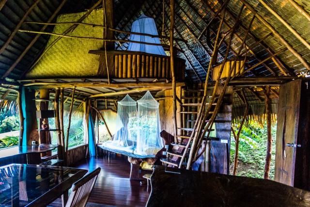 Si ispira alle antiche costruzionipolinesiane il bungalow Maara, una delle fare Nature del Vanira Lodge, maison d'hôtes sopra Teahupoo, a Tahiti Iti.