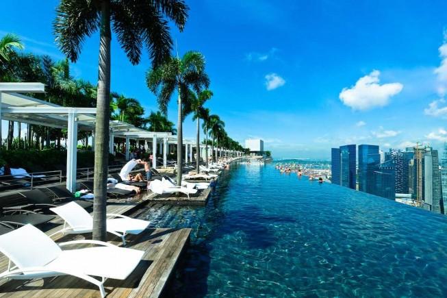 marina-bay-sands-infinite-pool-palm-trees