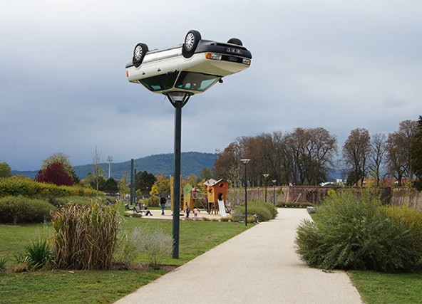 Le (assurde) sculture che sfidano la gravità