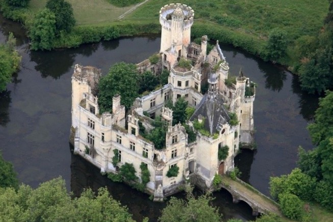 Castello De la Mothe-Chandeniers
