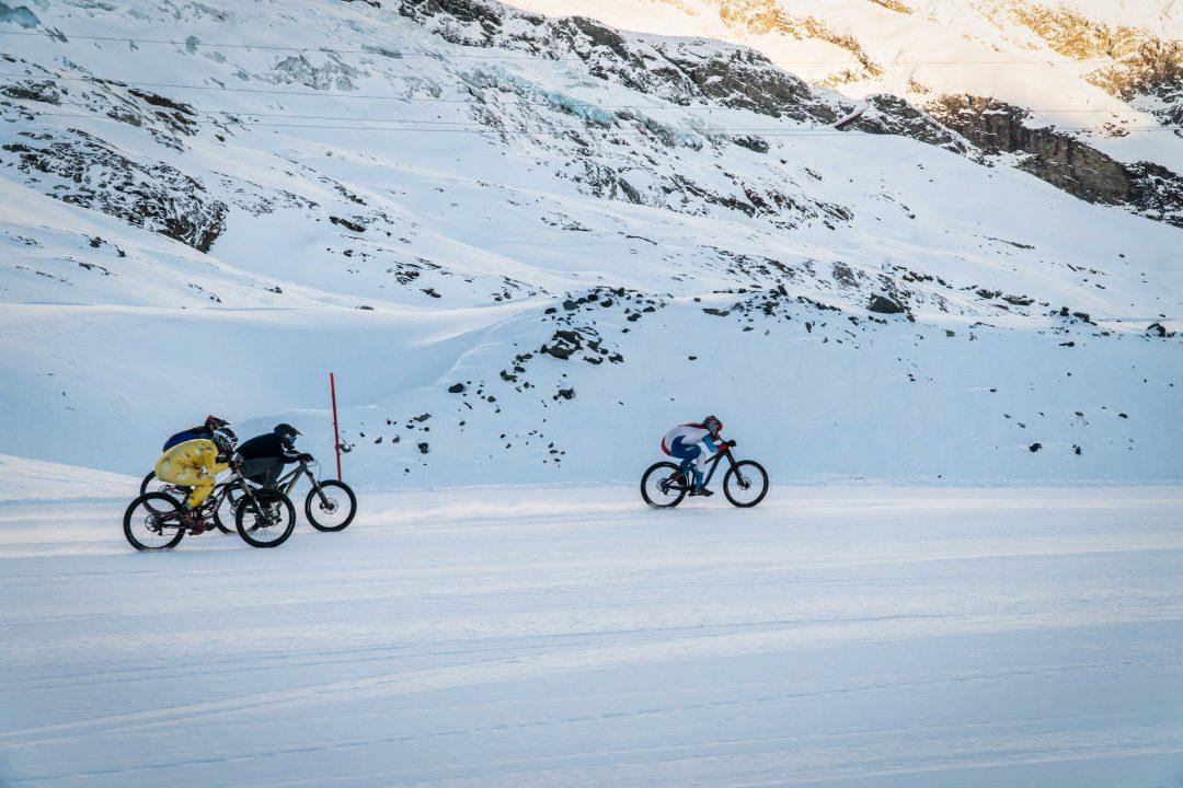 Discese e fat bike. Il bello della neve a Saas-Fee