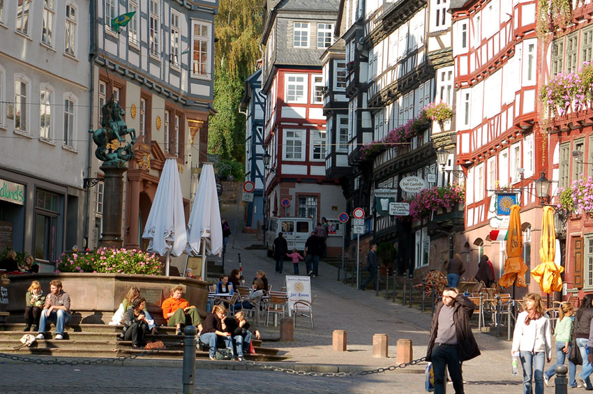 6 Marburg - Piazza del Mercato strada tedesca delle fiabe