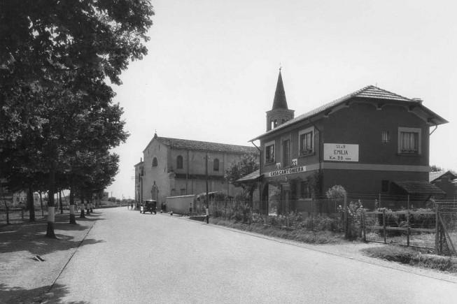 Emilia Romagna, strada statale 9 'Via Emilia' presso la scuola magistrale di Forlimpopoli e casa cantoniera , 1933