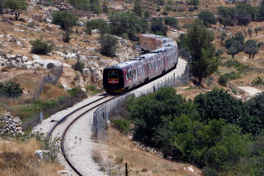 Pag-96_Storia-del-mondo-in-500-viaggi-in-treno,-Tel-Aviv-Gerusalemme,-foto-Alamy,-REUTERS