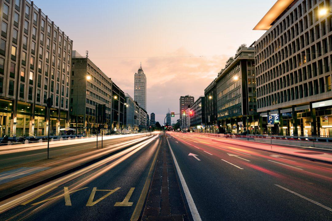 Milano, giro dei locali dal tramonto all'alba