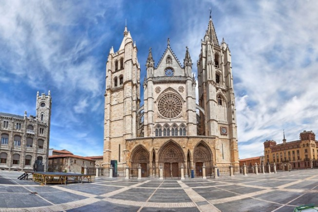 panorama-of-plaza-de-regla-and-leon-cathedral-spain-picture-id478859420