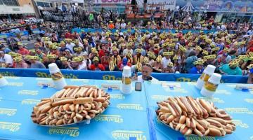 08-nathans-campionato-mangiatori-hot-dogs_