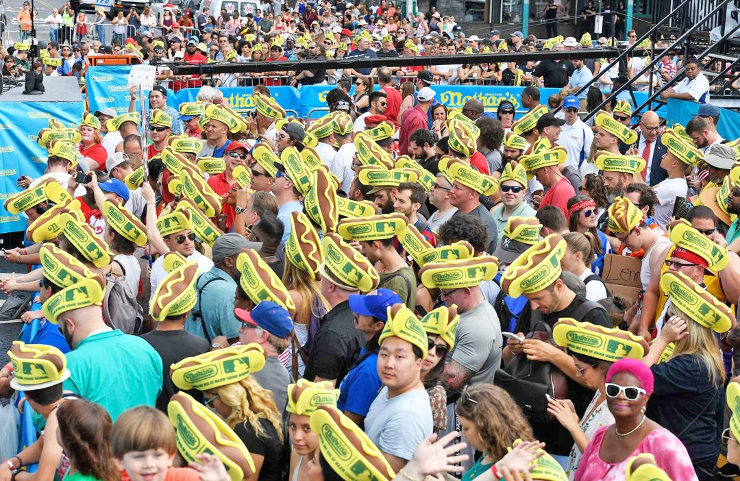 Coney Island golosa: il Campionato dei mangiatori di hot dogs