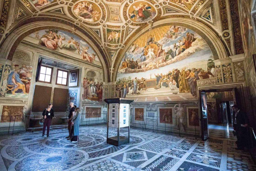Vaticano, la visita al risveglio