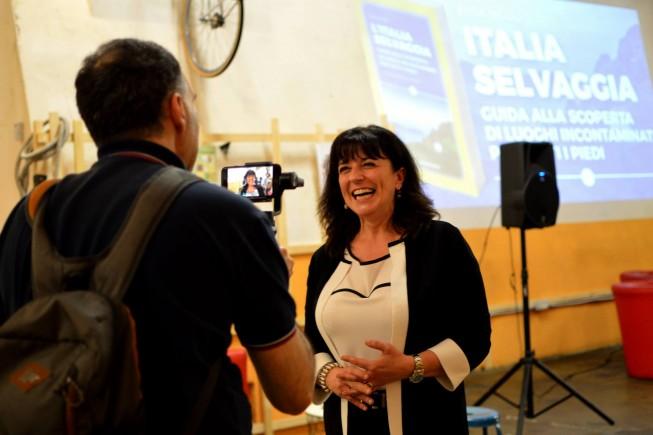 Il direttore Simona Tedesco intervistata da Tommaso Costa durante il festival IT.A.CÀ (ph. facebook.com/itacafestival).