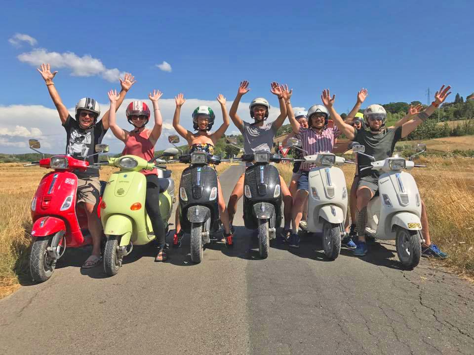L'Italia in Vespa: i divertenti tour sulle mitiche due ruote