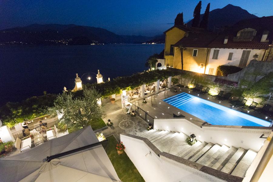 La scalinata e la piscina dell'hotel Royal Victoria, a Varenna, sede della Festa della regina il 31 luglio