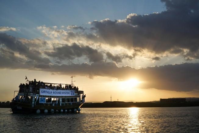 Boat Party al tramonto durante il festival di musica elettronica Ortigia Sound System