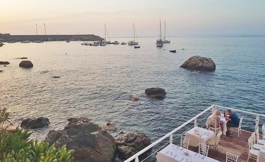 Un tavolo sul mare: i ristoranti a pelo d'acqua