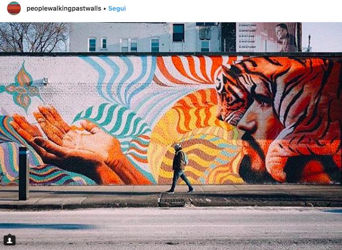 20 #peoplewalkingpastwalls: quante città riconosci?