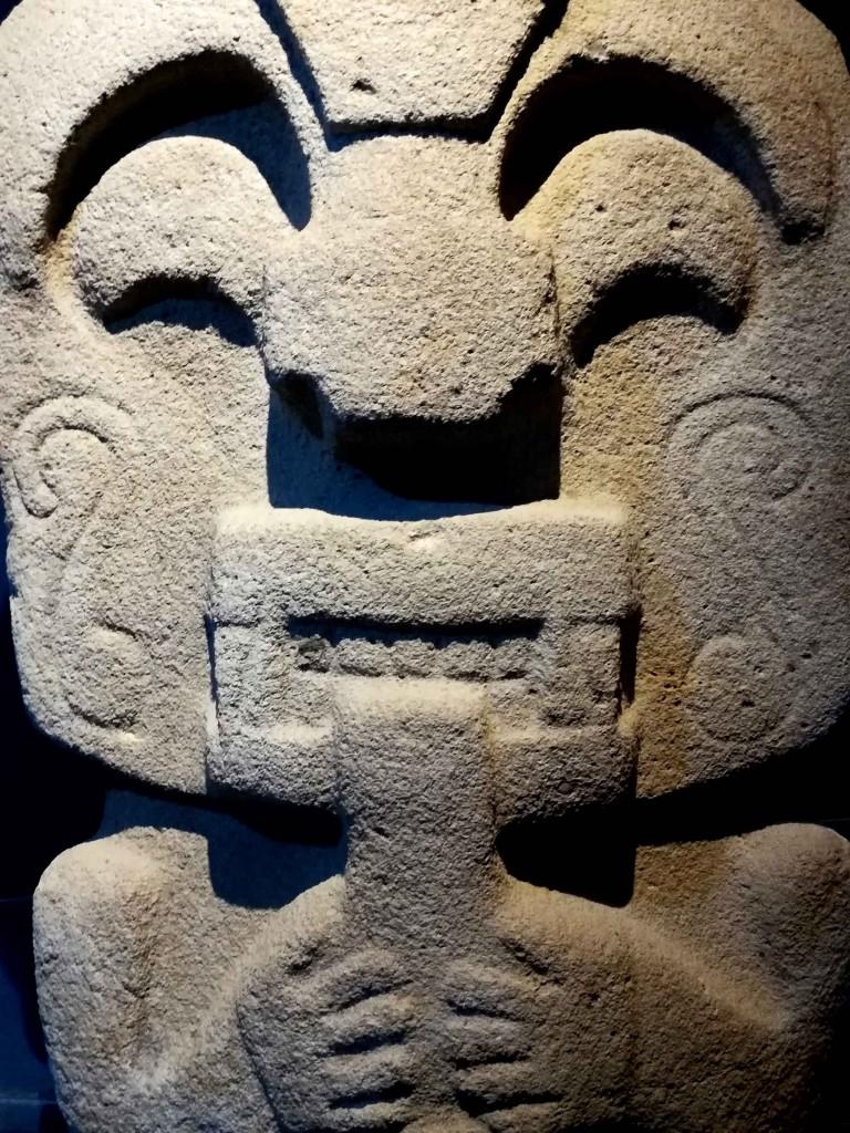 Una statua nel museo del parco archeologico di San Agustìn, Colombia. Foto di Carlo Rotondo