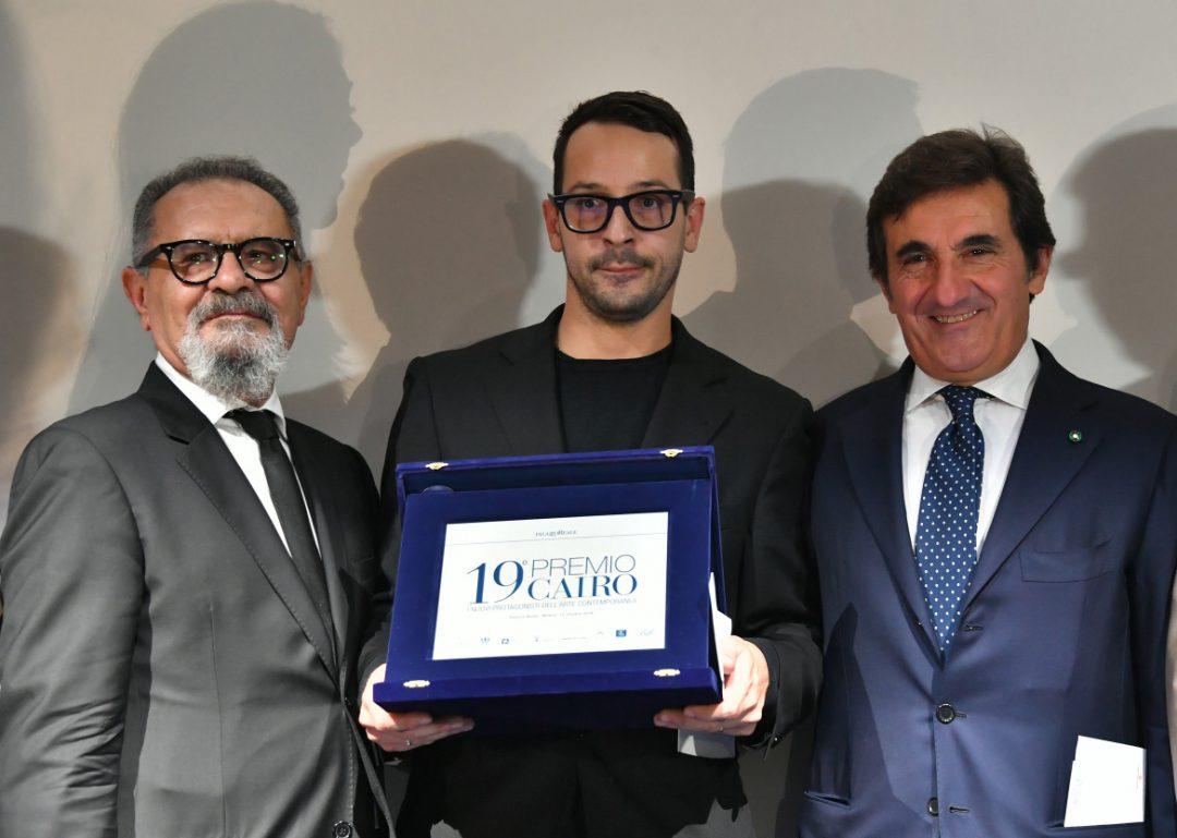 """Il presidente Urbano Cairo con il vincitore Fabrizio Cotognini e il direttore di """"Arte"""", Michele Bonuomo."""