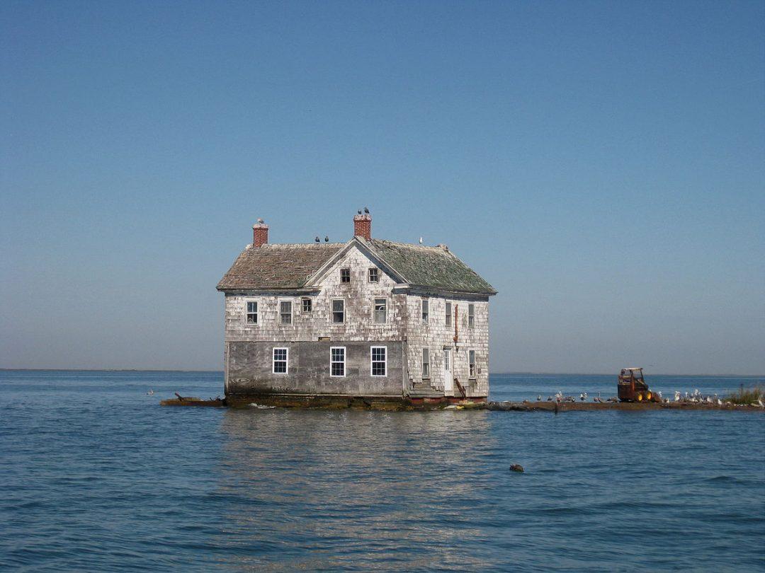 Isole abbandonate: i segreti e le storie