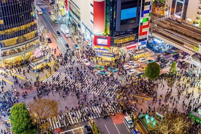 Due milioni di persone al giorno: l'incrocio di Shibuya a Tokyo è il più trafficato al mondo