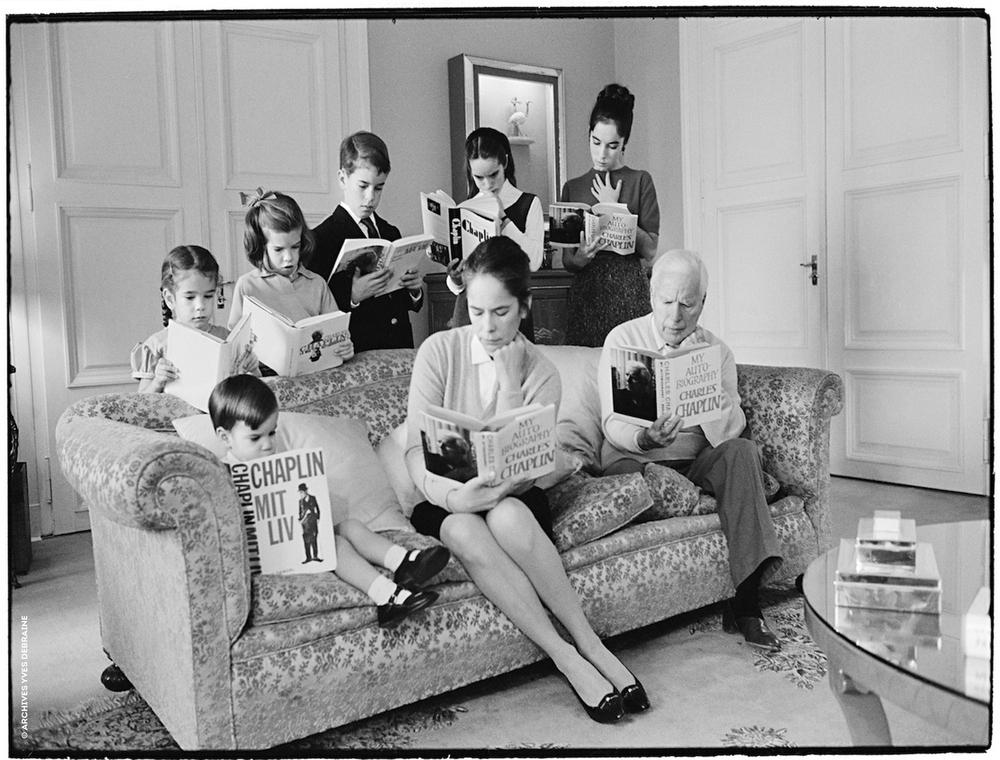 Charlie Chaplin con la famiglia nella villa a Vevey