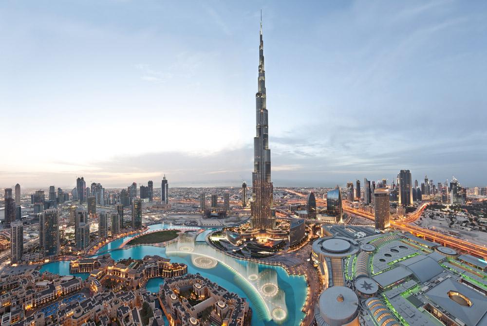 1. A Dubai per salire sul grattacielo più alto al mondo