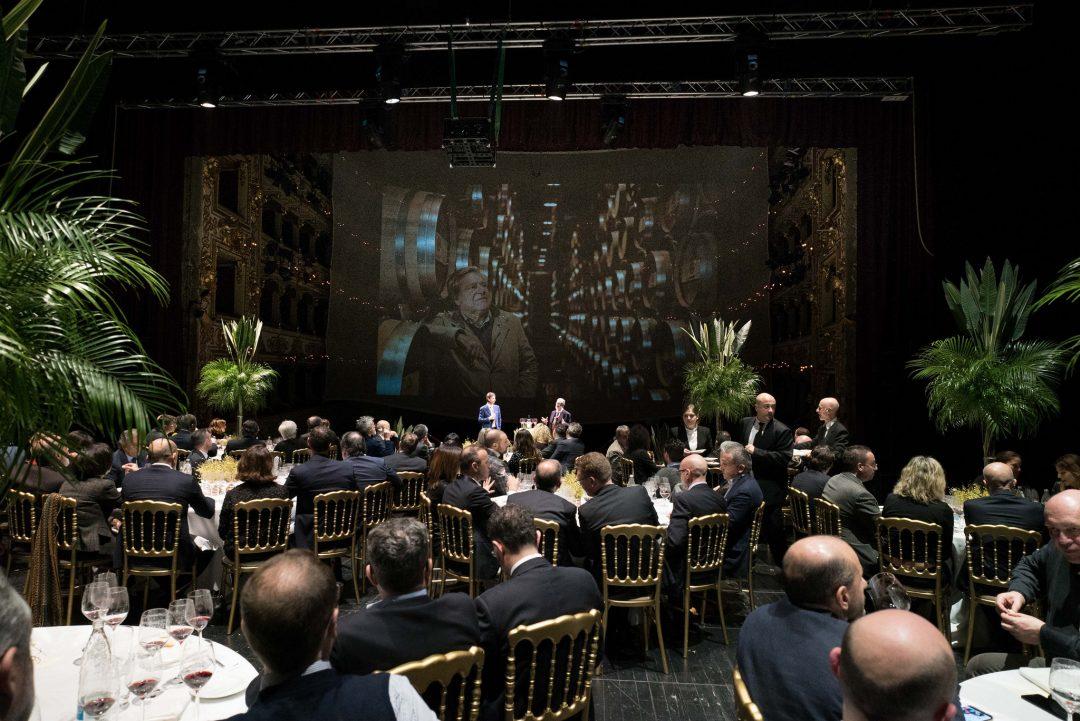 un momento della serata dedicata al Sassicaia sul palcoscenico del Teatro Regio