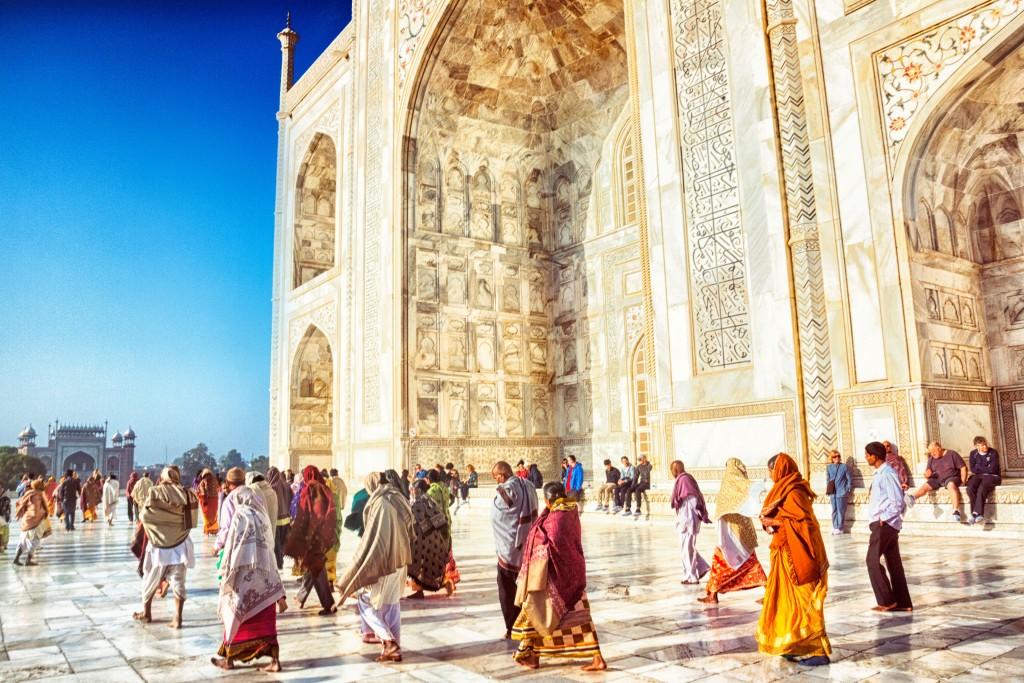 Visitatori al Taj Mahal di Agra