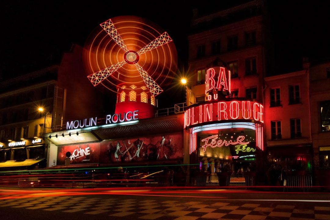 Spettacolo al Moulin Rouge (Parigi, Francia)