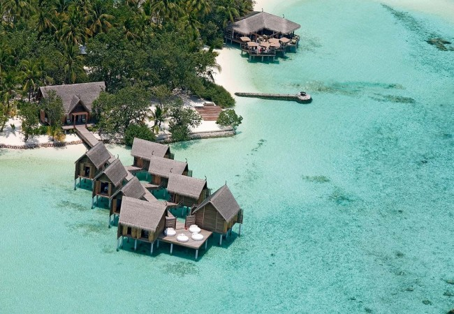moofushi-maldives-aerial-view-u-spa-1
