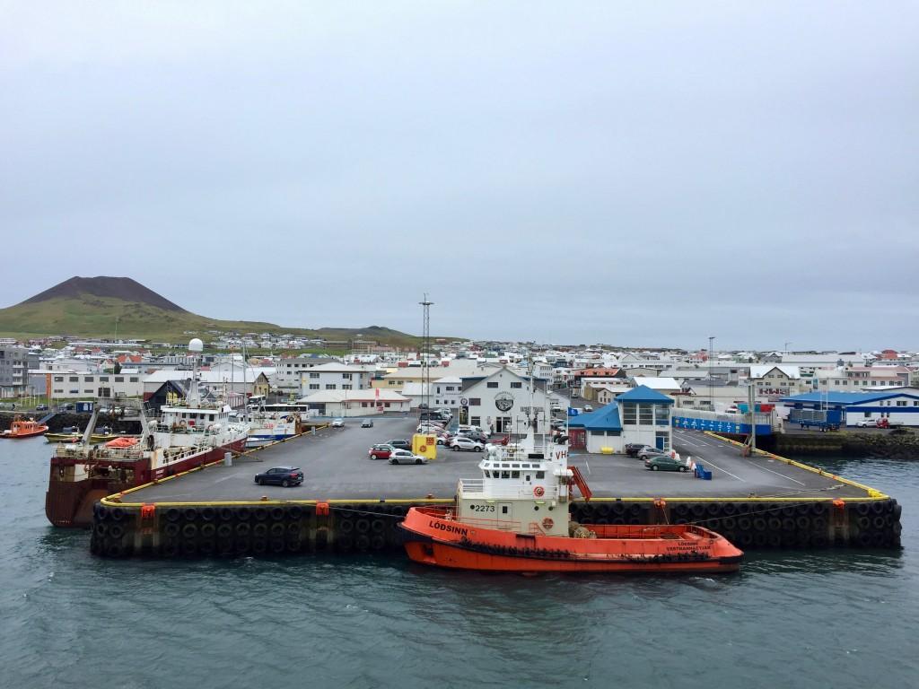 Il porto di Vestmannaeyjar, la cittadina situata sull'unica isola abitata, Heimaey