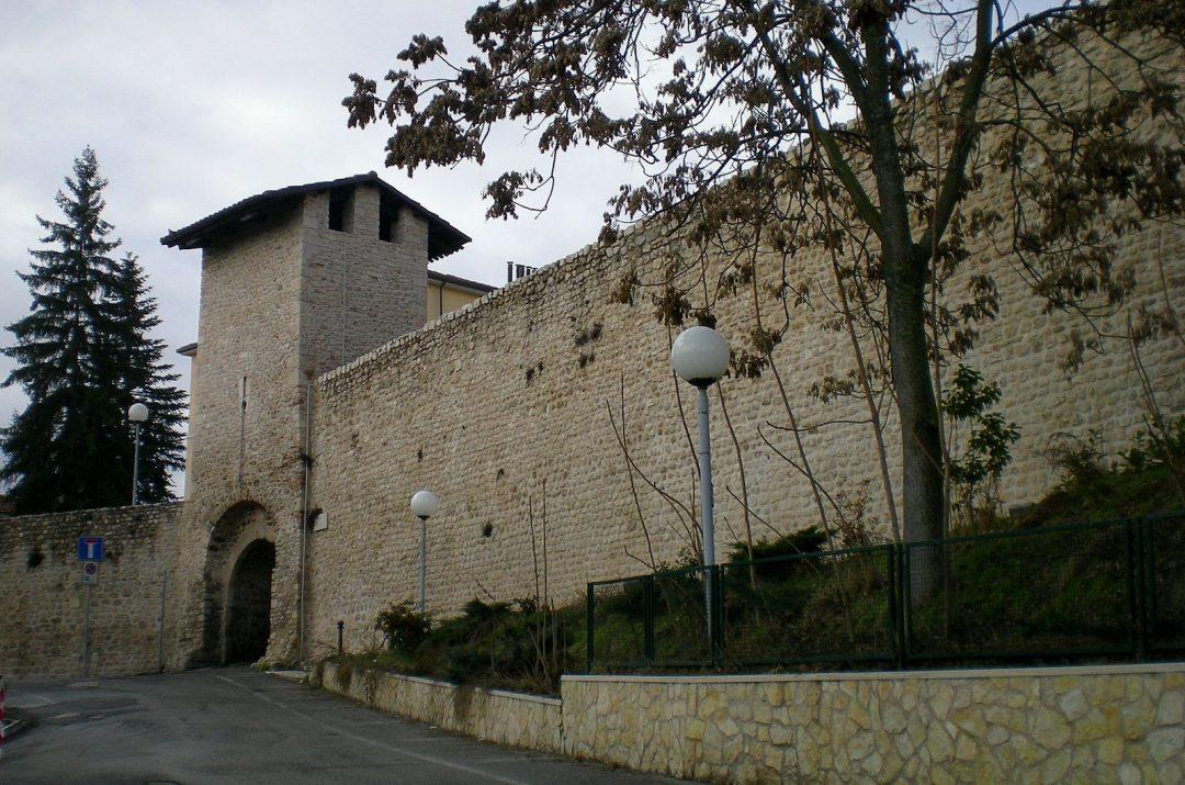 Abruzzo: Mura dell'Aquila