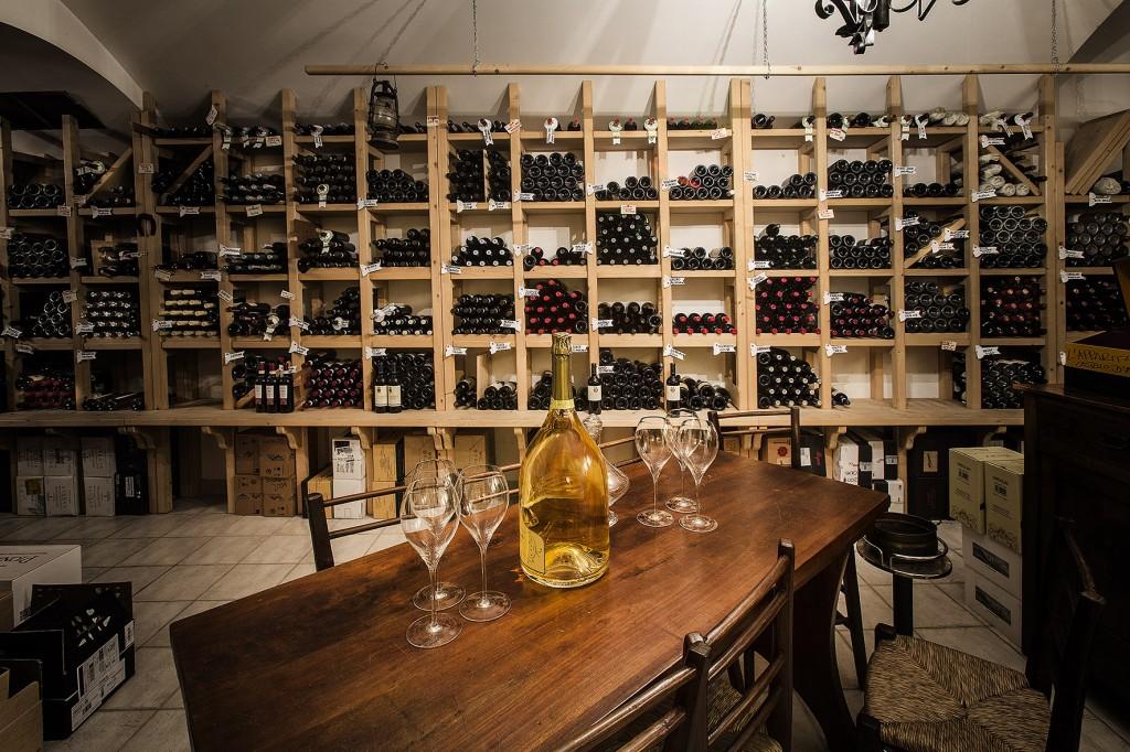 La cantina del Regio Patio, ristorante dell'hotel Regina Adelaide di Garda(Vr).