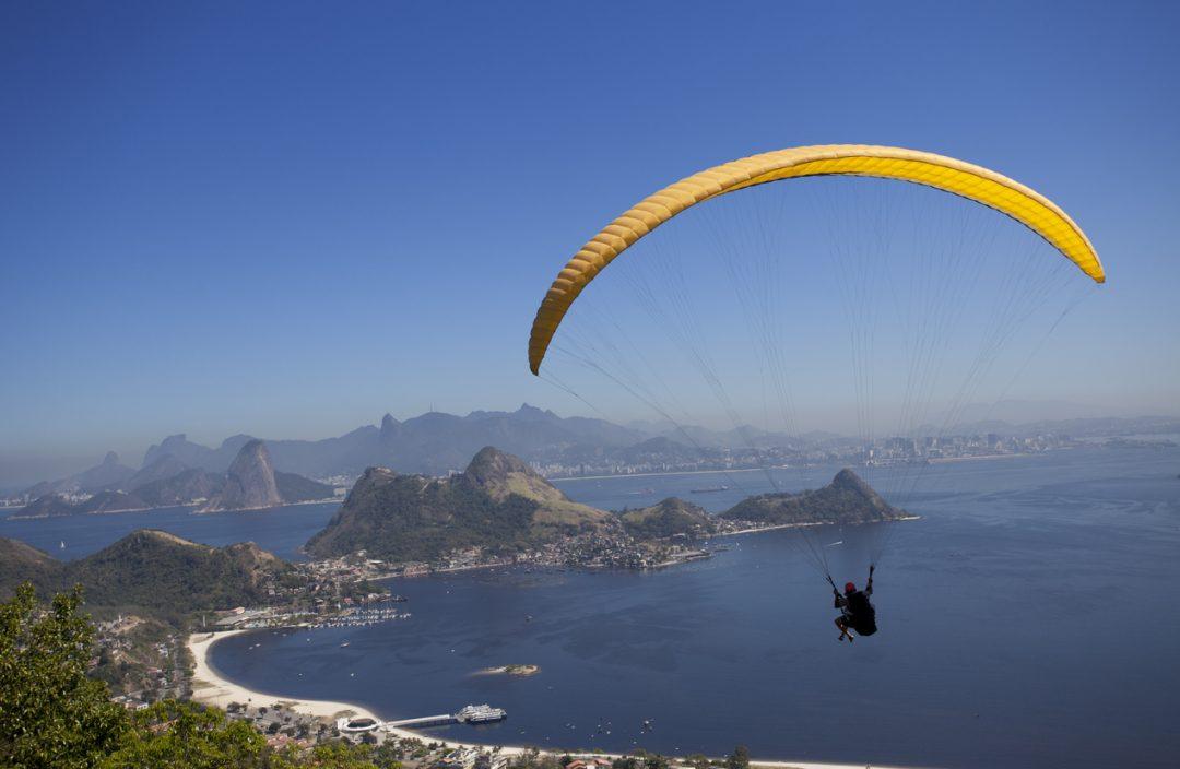 In parapendio sopra Rio De Janeiro