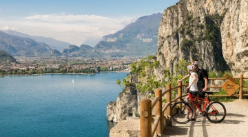 Cyclists admire the panorama of lake Garda.