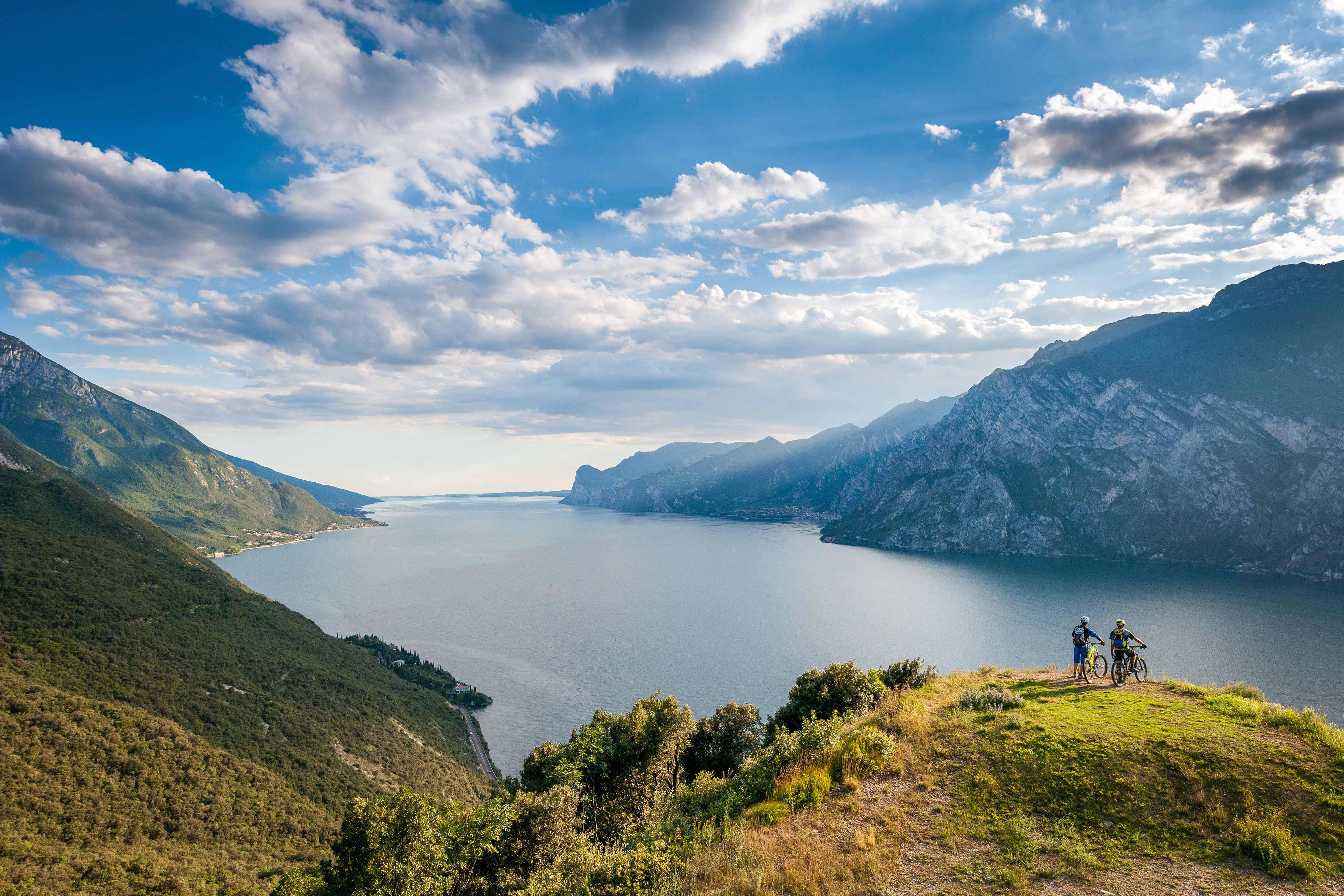 Vivaio Peschiera Del Garda sport sul lago di garda: vela, surf, immersioni e kayak
