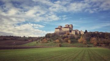 4 Castello di Torrechiara  da est- tappa 3 Via di Linari