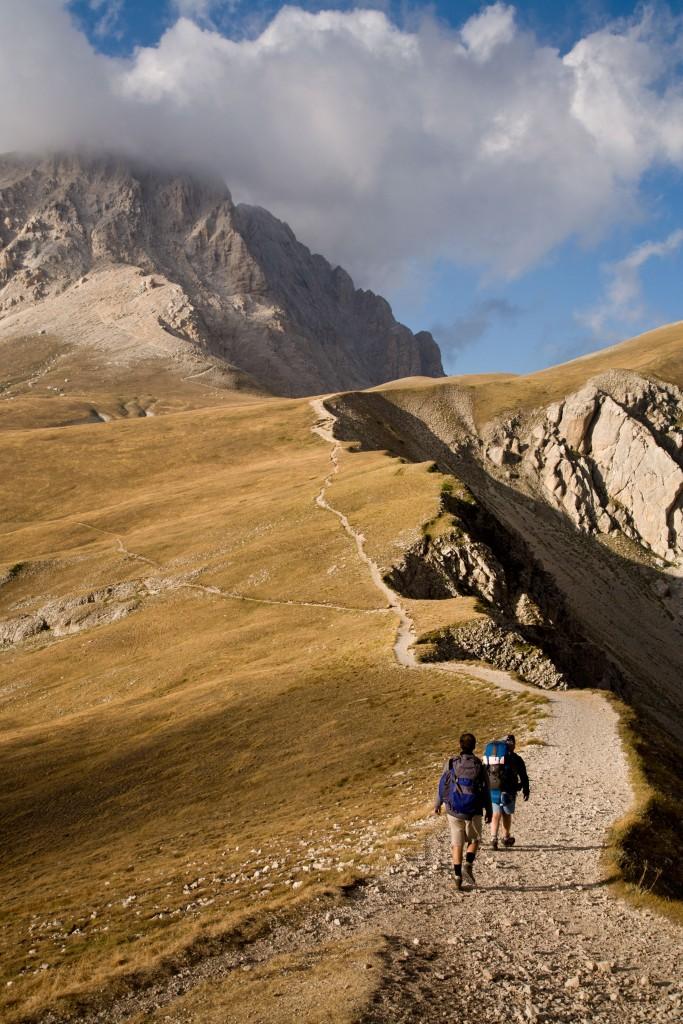 In marcia verso il Corno Grande, la cima più alta d'Abruzzo (iStock foto)