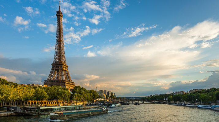 Foto Parigi: città multiculturale tra tradizione e innovazione