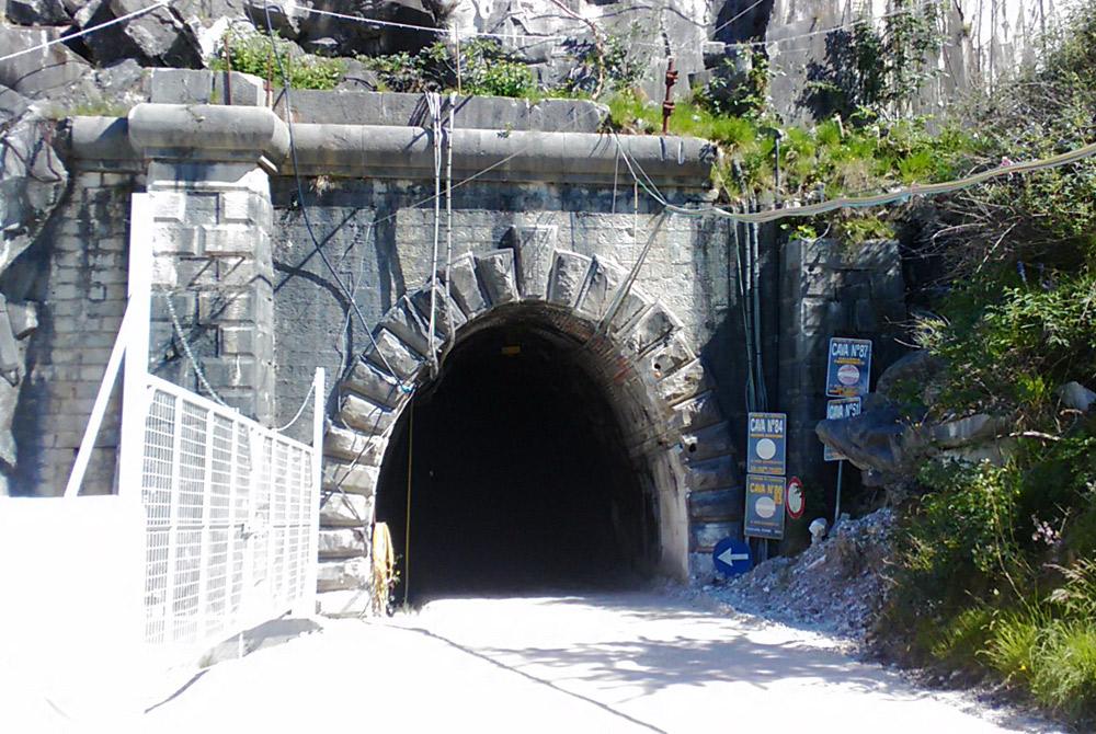 Carrara, tour nella città del marmo