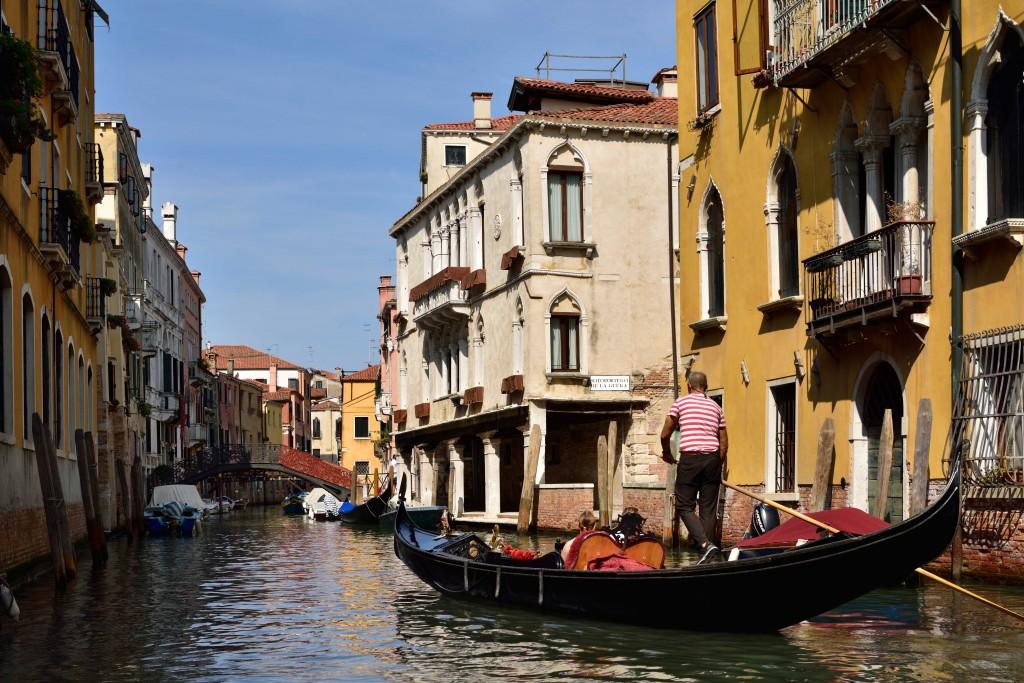 L'hotel Maison Venezia | UNA Esperienze si affaccia sui canali della Serenissima. In posizione centrale, ma defilata, è perfetto per un soggiorno romantico.
