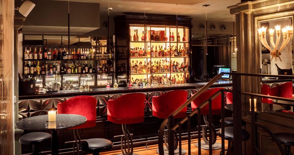 Il bar del locale, famoso anche i cocktail