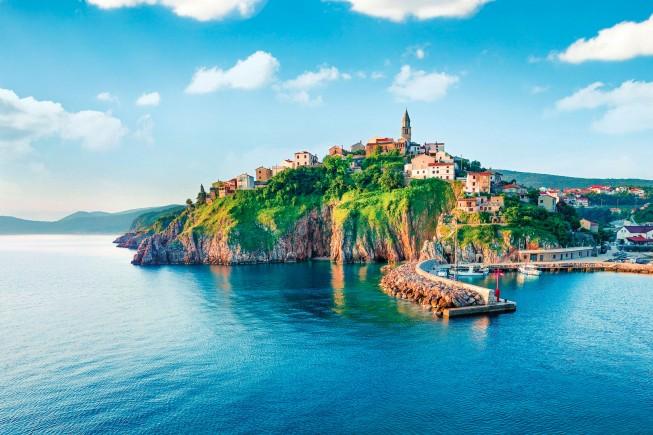 Verbenico, villaggio sull'isola di KRK in Croazia. Ph: Andrew Mayovkyy/Shutterstock