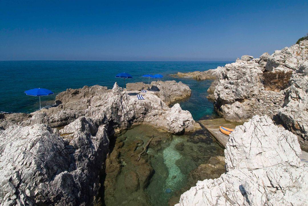 Le più belle spiagge e grotte del Circeo